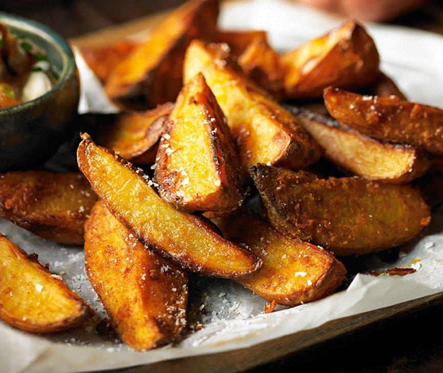 Spicy potato wedges & Taco dip